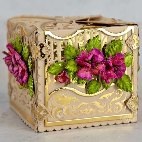 Scalloped Gateway Gift Box